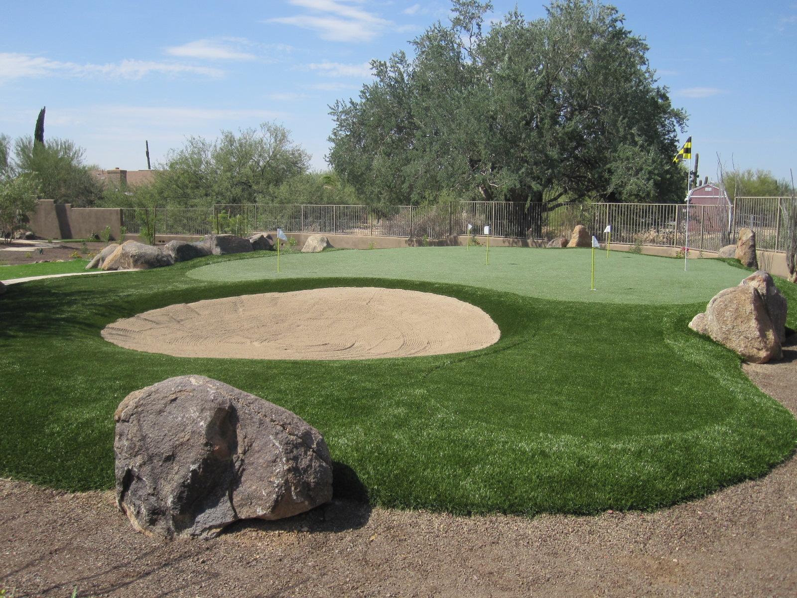 Cusom Backyard Putting Green